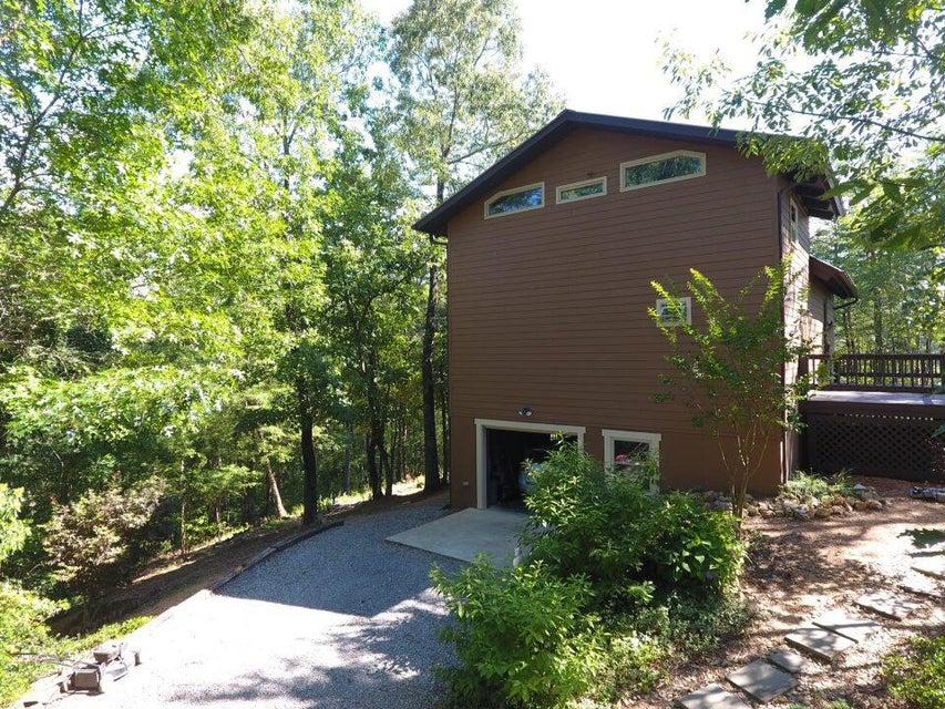 Maison unifamiliale pour l Vente à 623 Cane Creek Mountain Road 623 Cane Creek Mountain Road Tellico Plains, Tennessee 37385 États-Unis