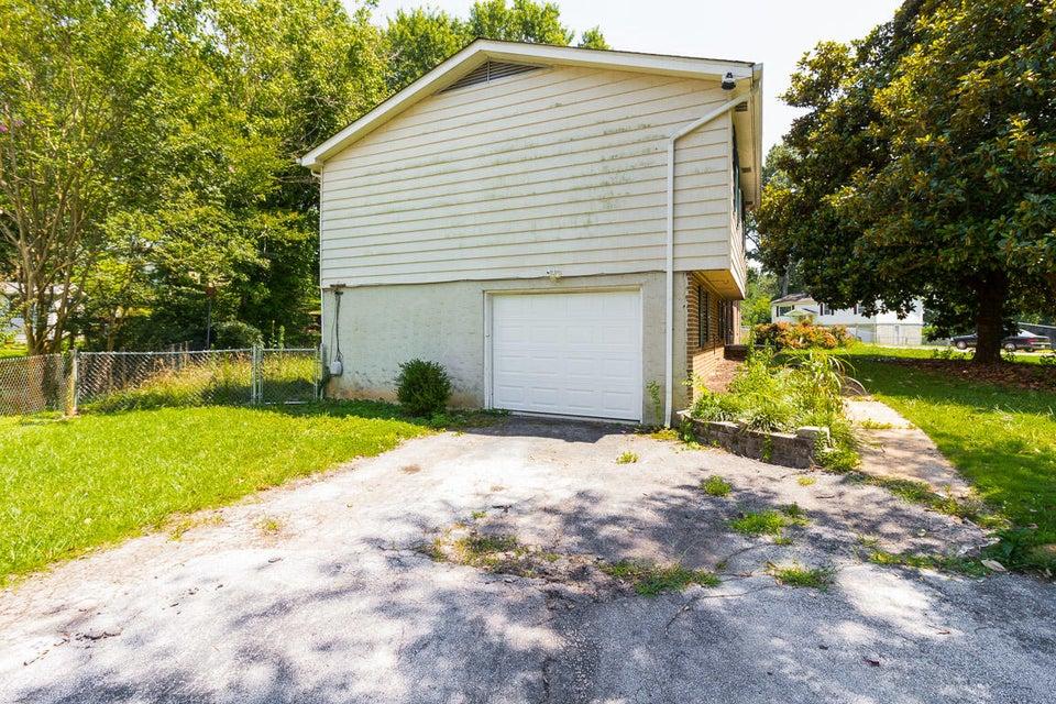 Maison unifamiliale pour l Vente à 1830 Sequoyah Terrace Hixson, Tennessee 37343 États-Unis