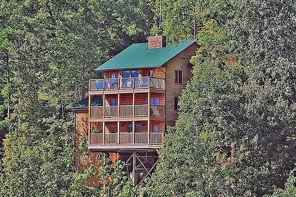 Частный односемейный дом для того Продажа на 1503 Zermatt Drive 1503 Zermatt Drive Gatlinburg, Теннесси 37738 Соединенные Штаты