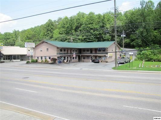 Commercial for Sale at 815 East Parkway Pkwy 815 East Parkway Pkwy Gatlinburg, Tennessee 37738 United States