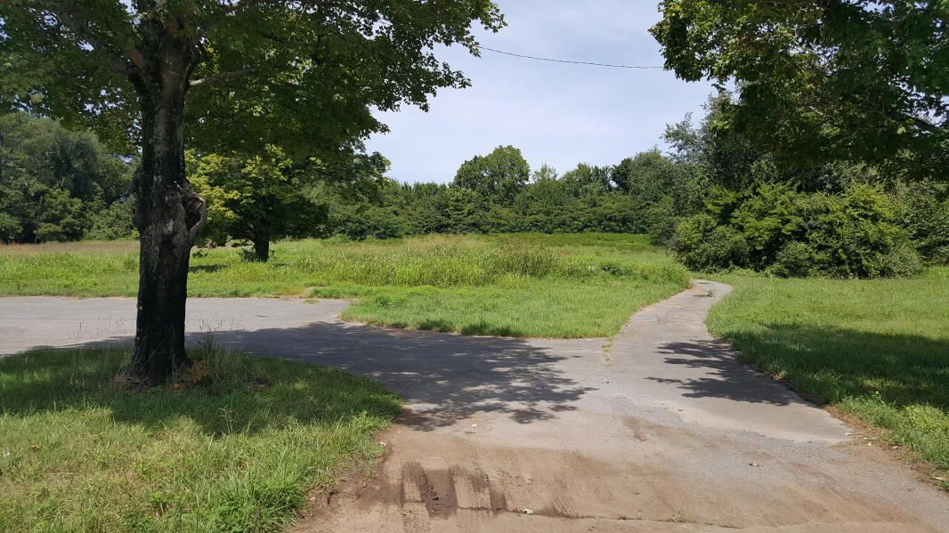 Земля для того Продажа на 211 E Emory Road 211 E Emory Road Powell, Теннесси 37849 Соединенные Штаты