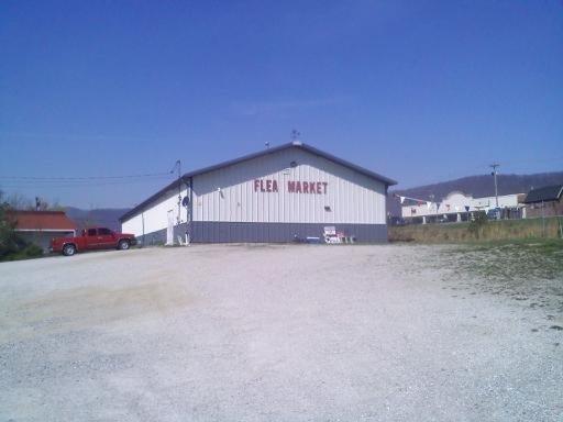 商用 为 销售 在 102 West Street Jacksboro, 田纳西州 37757 美国