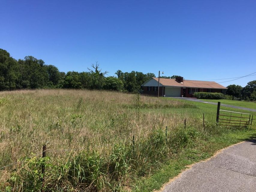 Additional photo for property listing at 220 Bland Road 220 Bland Road Clinton, Tennessee 37716 United States