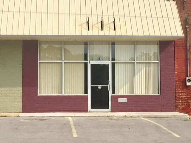 Comercial por un Venta en 214 Main Street Baxter, Tennessee 38544 Estados Unidos