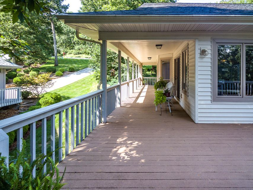 Частный односемейный дом для того Продажа на 124 Kawonu Lane 124 Kawonu Lane Loudon, Теннесси 37774 Соединенные Штаты