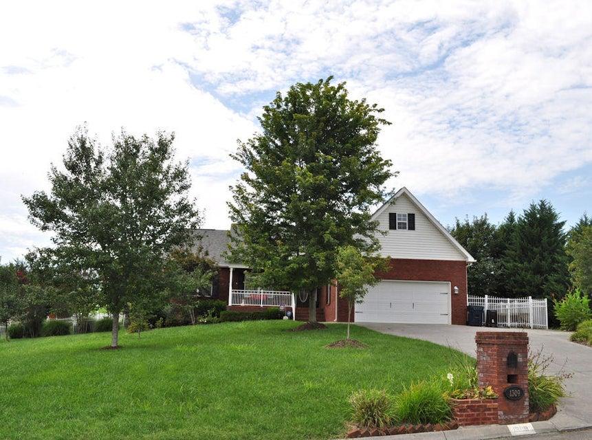 Частный односемейный дом для того Продажа на 1309 Sarek Avenue 1309 Sarek Avenue Sevierville, Теннесси 37876 Соединенные Штаты