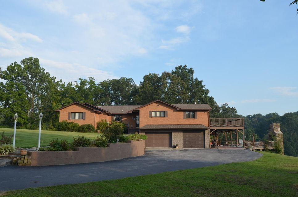 Casa Unifamiliar por un Venta en 1051 Old Highway 70 1051 Old Highway 70 Crossville, Tennessee 38572 Estados Unidos