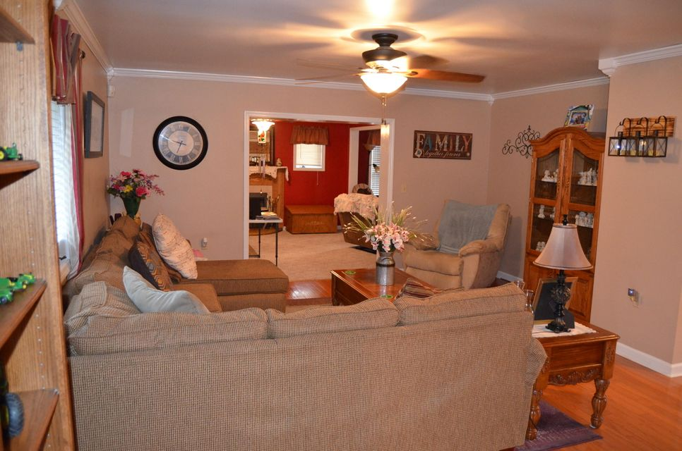 Additional photo for property listing at 1051 Old Highway 70 1051 Old Highway 70 Crossville, Tennessee 38572 Estados Unidos