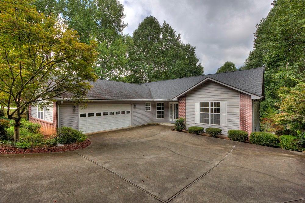 Частный односемейный дом для того Продажа на 220 Tecumseh Way Loudon, Теннесси 37774 Соединенные Штаты