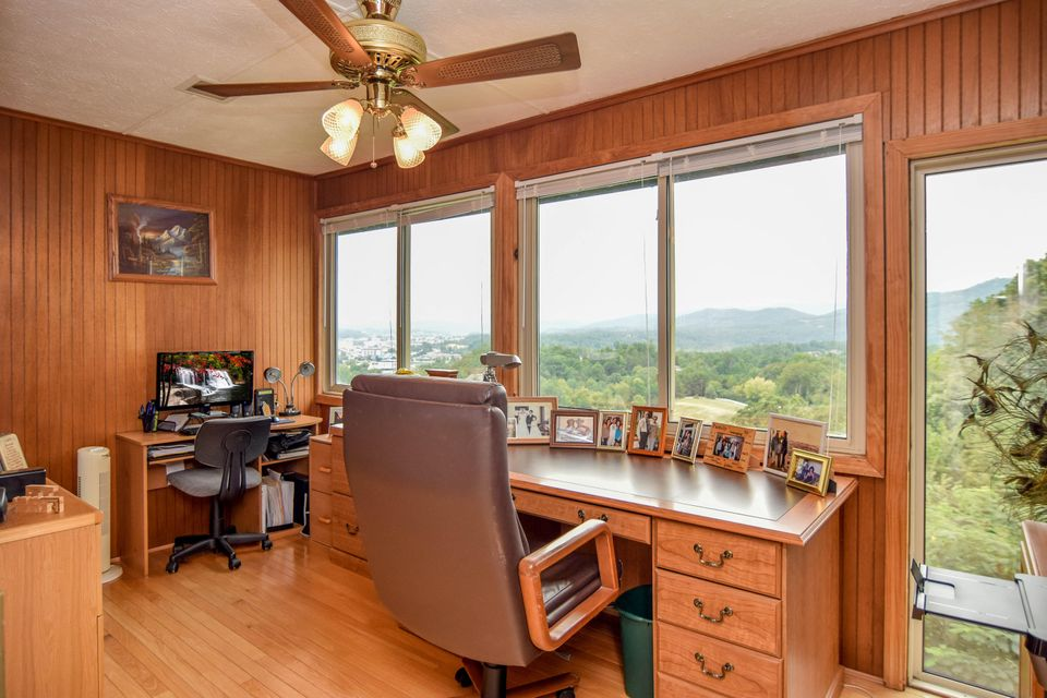 Additional photo for property listing at 1120 Crestview Drive 1120 Crestview Drive Pigeon Forge, Tennessee 37863 United States