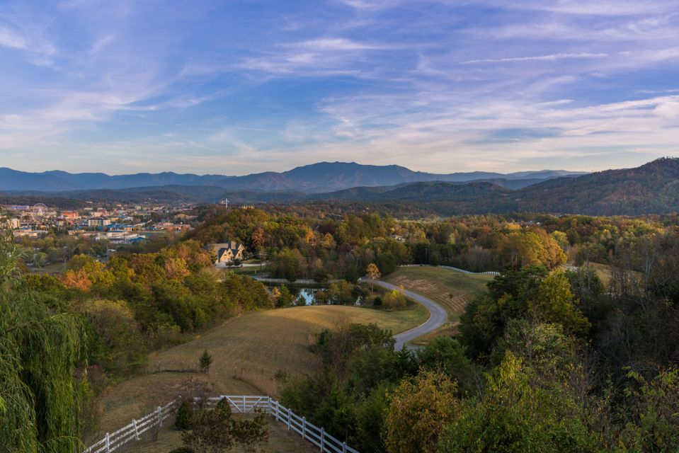 Additional photo for property listing at 1120 Crestview Drive 1120 Crestview Drive Pigeon Forge, Tennessee 37863 Estados Unidos