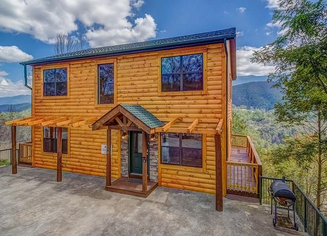 Single Family Home for Sale at 208 W Pinnacle Drive 208 W Pinnacle Drive Gatlinburg, Tennessee 37738 United States