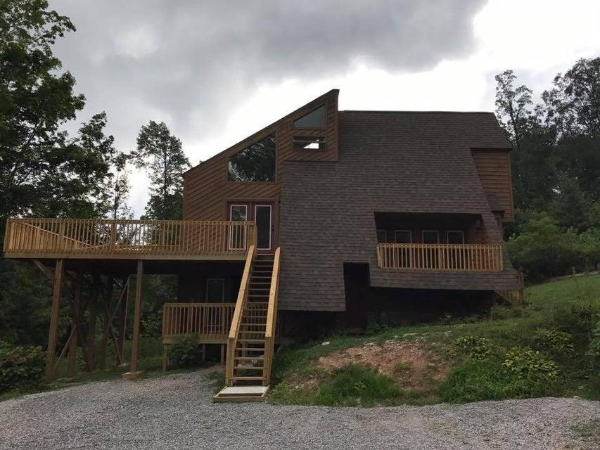 Частный односемейный дом для того Продажа на 656 Pump Springs Road 656 Pump Springs Road Harrogate, Теннесси 37752 Соединенные Штаты