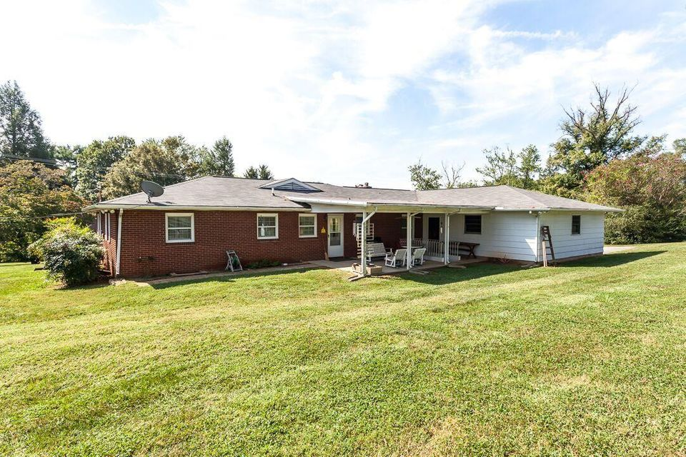 Additional photo for property listing at 8517 W Emory Road 8517 W Emory Road Knoxville, Tennessee 37931 États-Unis