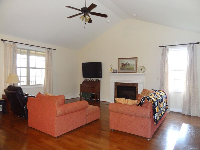 Additional photo for property listing at 1104 Brighton Drive 1104 Brighton Drive Alcoa, Tennessee 37701 États-Unis