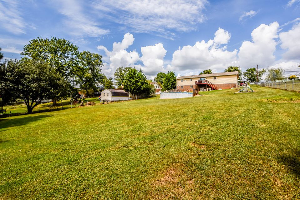 Additional photo for property listing at 2746 Greenway Drive 2746 Greenway Drive Maryville, Tennessee 37803 United States