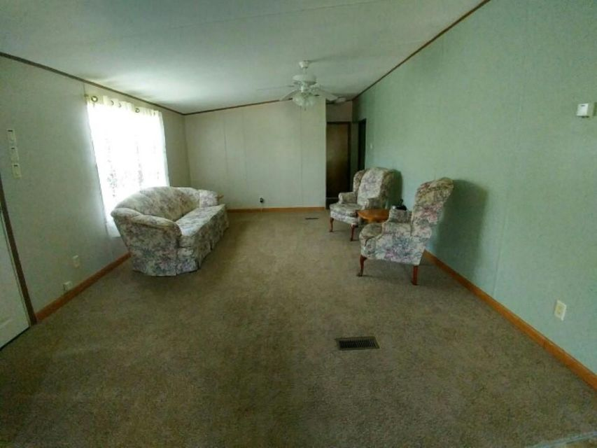Additional photo for property listing at 211 W Elm Street 211 W Elm Street Lafollette, Tennessee 37766 United States