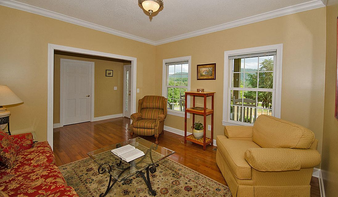 Additional photo for property listing at 1821 Valley Woods Drive 1821 Valley Woods Drive Sevierville, Tennessee 37862 United States