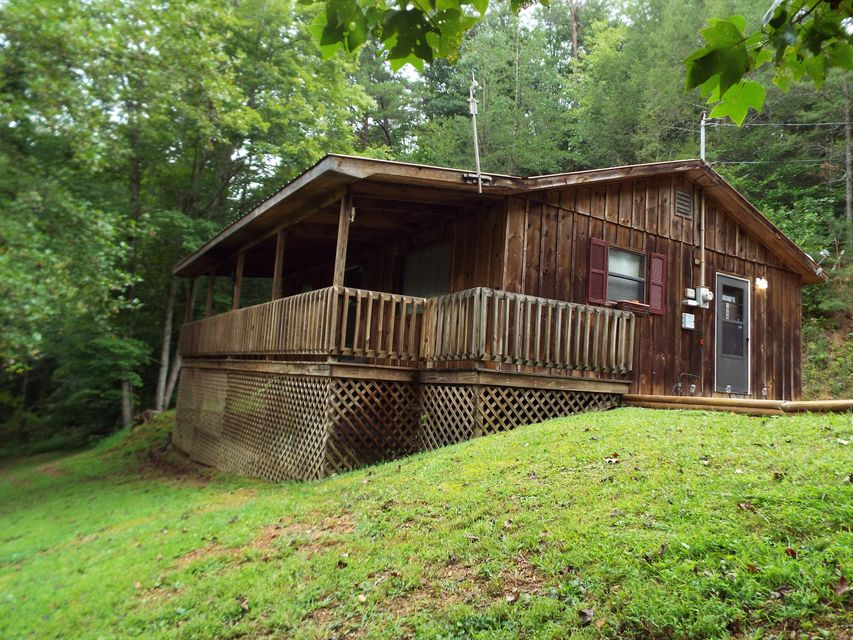 Single Family Home for Sale at 124 Mountain Shadow Way 124 Mountain Shadow Way Cosby, Tennessee 37722 United States