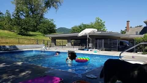 Additional photo for property listing at 128 Logan Street 128 Logan Street Jellico, Tennessee 37762 États-Unis