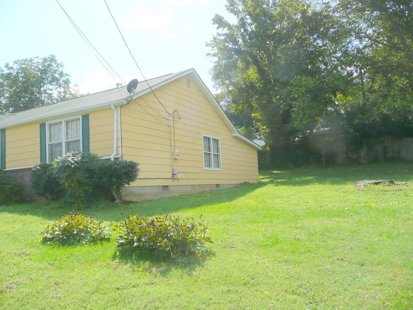 Additional photo for property listing at 601 N Price Street 601 N Price Street Sweetwater, Tennessee 37874 United States