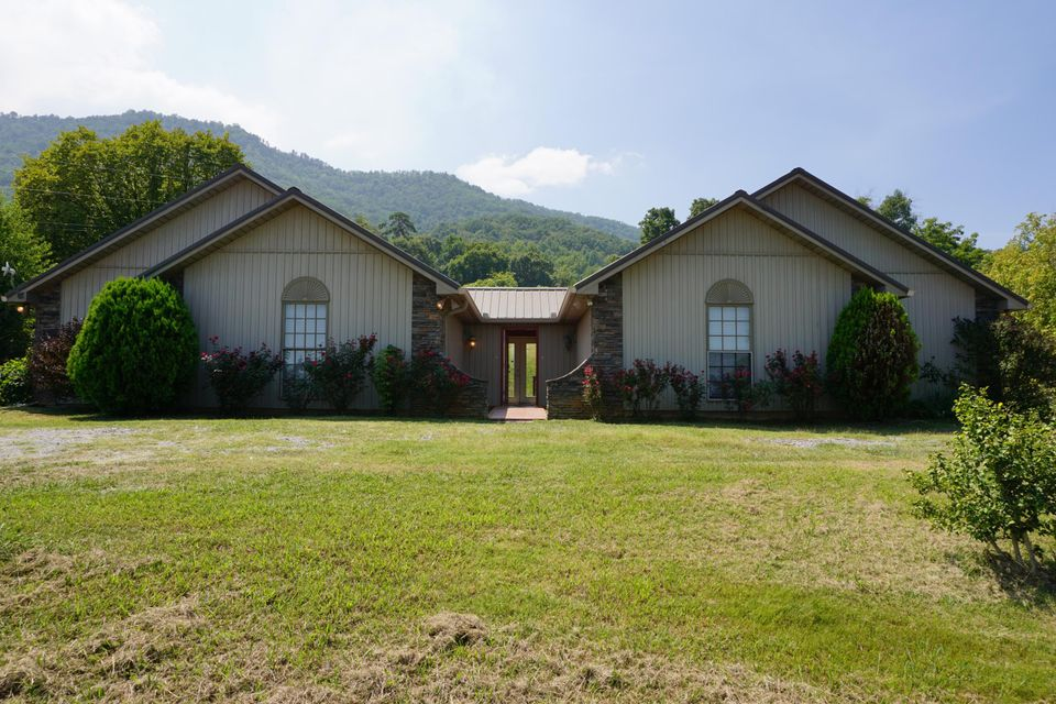 Многосемейный дом для того Продажа на 3845 Thomas Cross Road 3845 Thomas Cross Road Sevierville, Теннесси 37876 Соединенные Штаты