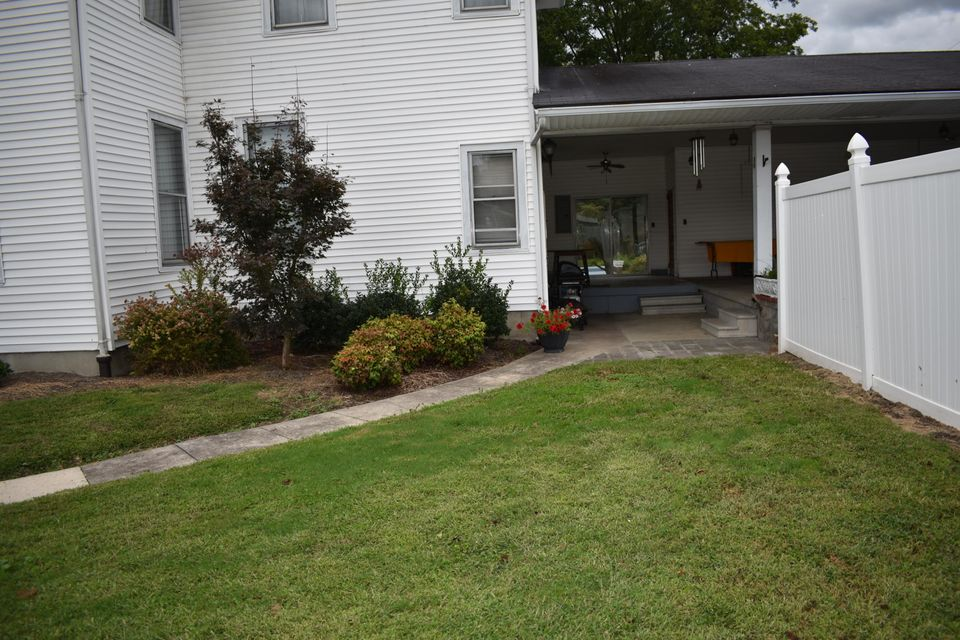 Additional photo for property listing at 2402 Cumberland Avenue 2402 Cumberland Avenue Middlesboro, 肯塔基州 40965 美国