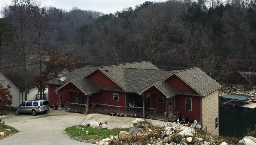 Частный односемейный дом для того Продажа на 348 Perry Smith Lane Caryville, Теннесси 37714 Соединенные Штаты