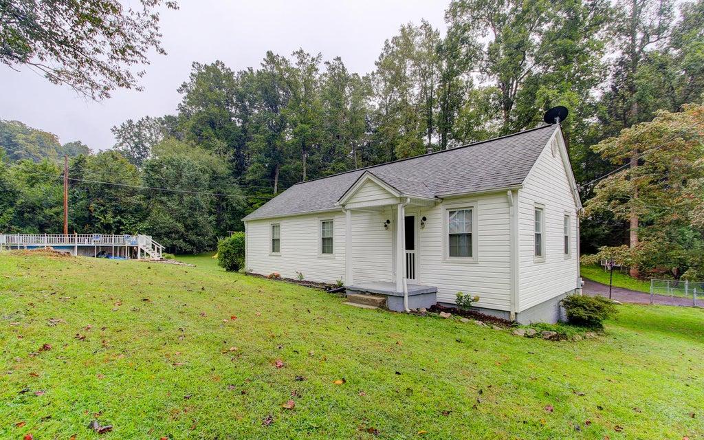 Частный односемейный дом для того Продажа на 343 Old Tacora Hills Road 343 Old Tacora Hills Road Clinton, Теннесси 37716 Соединенные Штаты