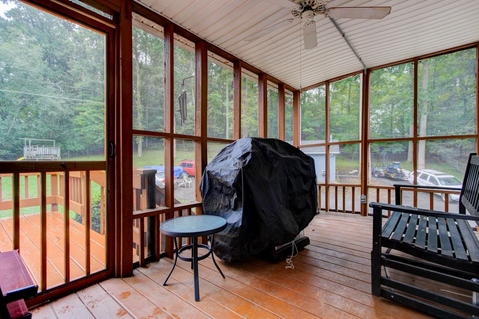 Additional photo for property listing at 343 Old Tacora Hills Road 343 Old Tacora Hills Road Clinton, Tennessee 37716 États-Unis