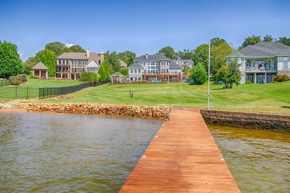Additional photo for property listing at 455 Conkinnon Drive 455 Conkinnon Drive Lenoir City, Tennessee 37772 United States
