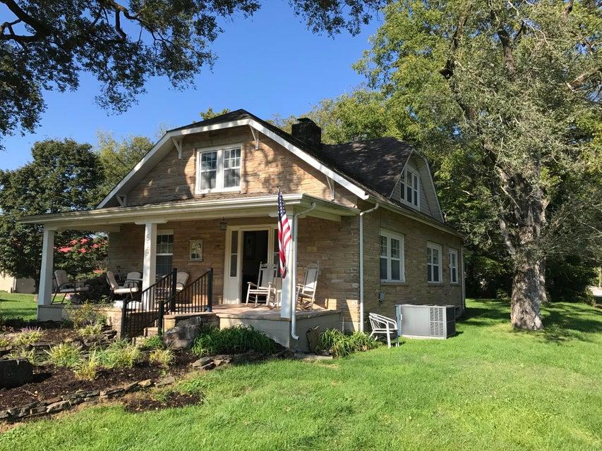 Maison unifamiliale pour l Vente à 539 Market Street Crab Orchard, Tennessee 37723 États-Unis