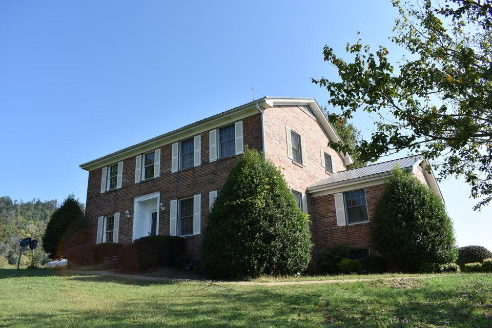 Частный односемейный дом для того Продажа на 447 Malone Drive 447 Malone Drive Ewing, Виргиния 24248 Соединенные Штаты