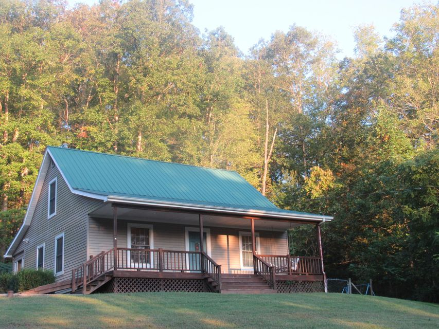 Single Family Home for Sale at 194 Old Elverton Road 194 Old Elverton Road Harriman, Tennessee 37748 United States
