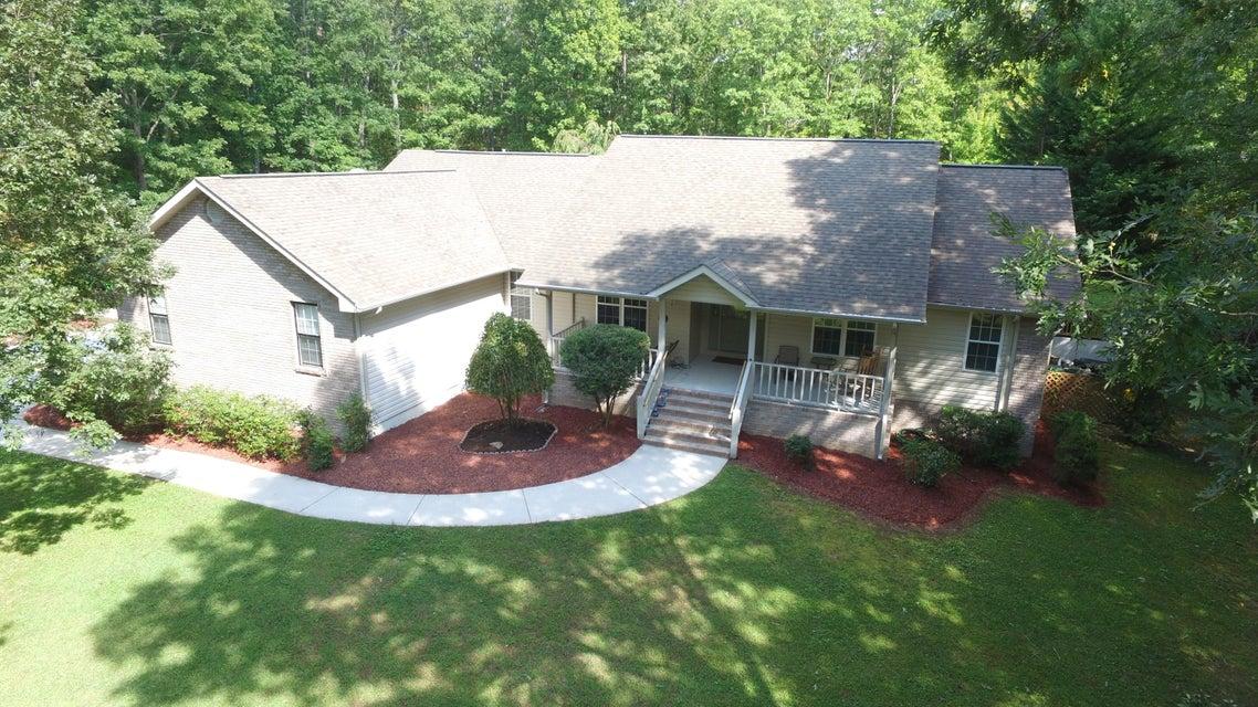 Частный односемейный дом для того Продажа на 1048 Forest Drive 1048 Forest Drive Crossville, Теннесси 38555 Соединенные Штаты