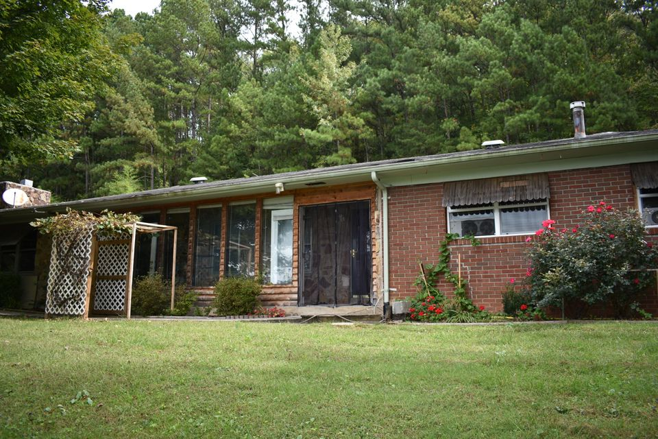 Single Family Home for Sale at 31 Lothbury Avenue 31 Lothbury Avenue Middlesboro, Kentucky 40965 United States