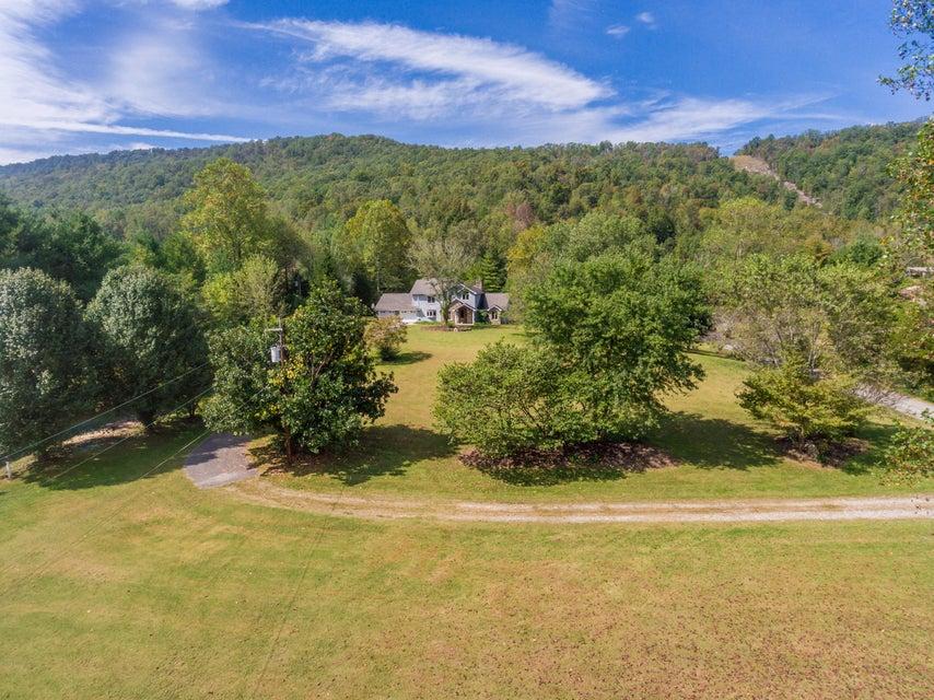 Maison unifamiliale pour l Vente à 954 Old Hen Valley Road 954 Old Hen Valley Road Oliver Springs, Tennessee 37840 États-Unis