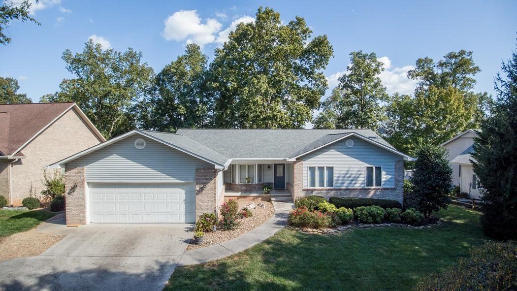 Частный односемейный дом для того Продажа на 145 Chatuga Drive 145 Chatuga Drive Loudon, Теннесси 37774 Соединенные Штаты
