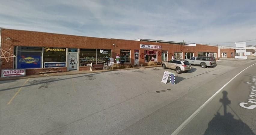 Commercial pour l Vente à 1211 Snapps Ferry Road 1211 Snapps Ferry Road Greeneville, Tennessee 37745 États-Unis