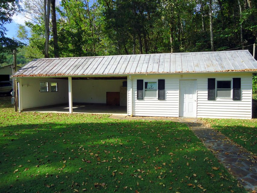 Additional photo for property listing at 601 County Road 181 601 County Road 181 Decatur, Tennessee 37322 États-Unis