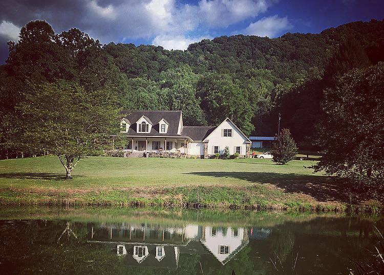 Maison unifamiliale pour l Vente à 3588 Highway 2014 Fourmile Road 3588 Highway 2014 Fourmile Road Pineville, Kentucky 40977 États-Unis