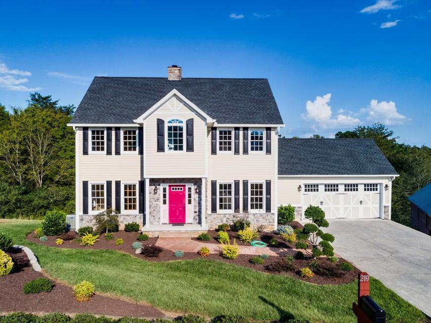 Частный односемейный дом для того Продажа на 219 Amohi Way 219 Amohi Way Loudon, Теннесси 37774 Соединенные Штаты
