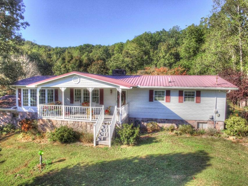 Maison unifamiliale pour l Vente à 265 Breeden Lane 265 Breeden Lane Oliver Springs, Tennessee 37840 États-Unis
