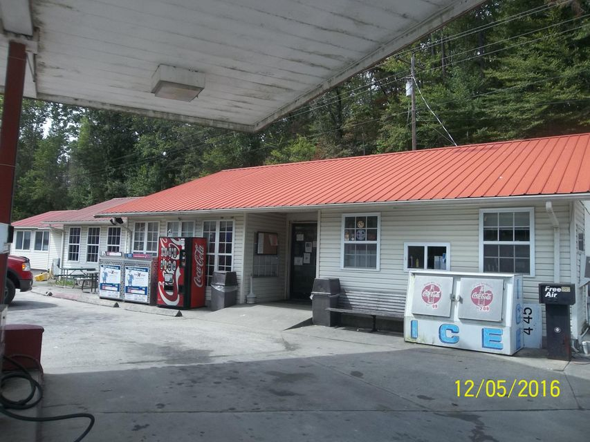 商用 为 销售 在 10208 Petros Hwy 10208 Petros Hwy Oliver Springs, 田纳西州 37840 美国