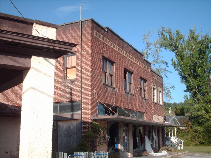 Commercial for Sale at 205 Avondale Avenue 205 Avondale Avenue Middlesboro, Kentucky 40965 United States