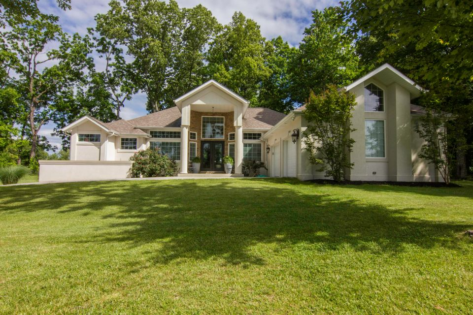 835 Hickory Pointe Lane