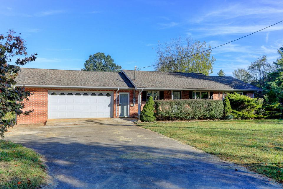 Single Family Home for Sale at 2568 Old Andrew Johnson Hwy 2568 Old Andrew Johnson Hwy Strawberry Plains, Tennessee 37871 United States