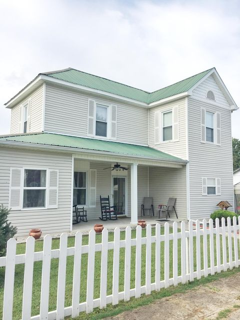 Maison unifamiliale pour l Vente à 504 Thompson Street 504 Thompson Street Philadelphia, Tennessee 37846 États-Unis