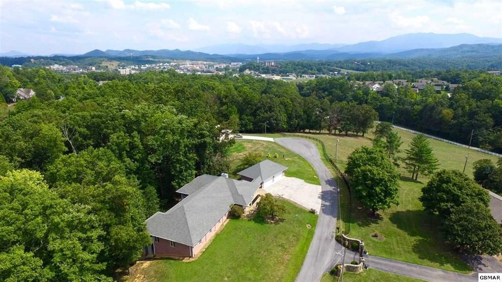 Single Family Home for Sale at 1317 Americana Drive 1317 Americana Drive Pigeon Forge, Tennessee 37863 United States