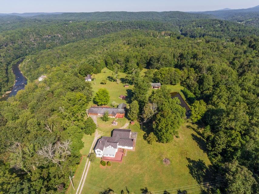 Maison unifamiliale pour l Vente à 2032 State Route 2032 State Route Harriman, Tennessee 37748 États-Unis